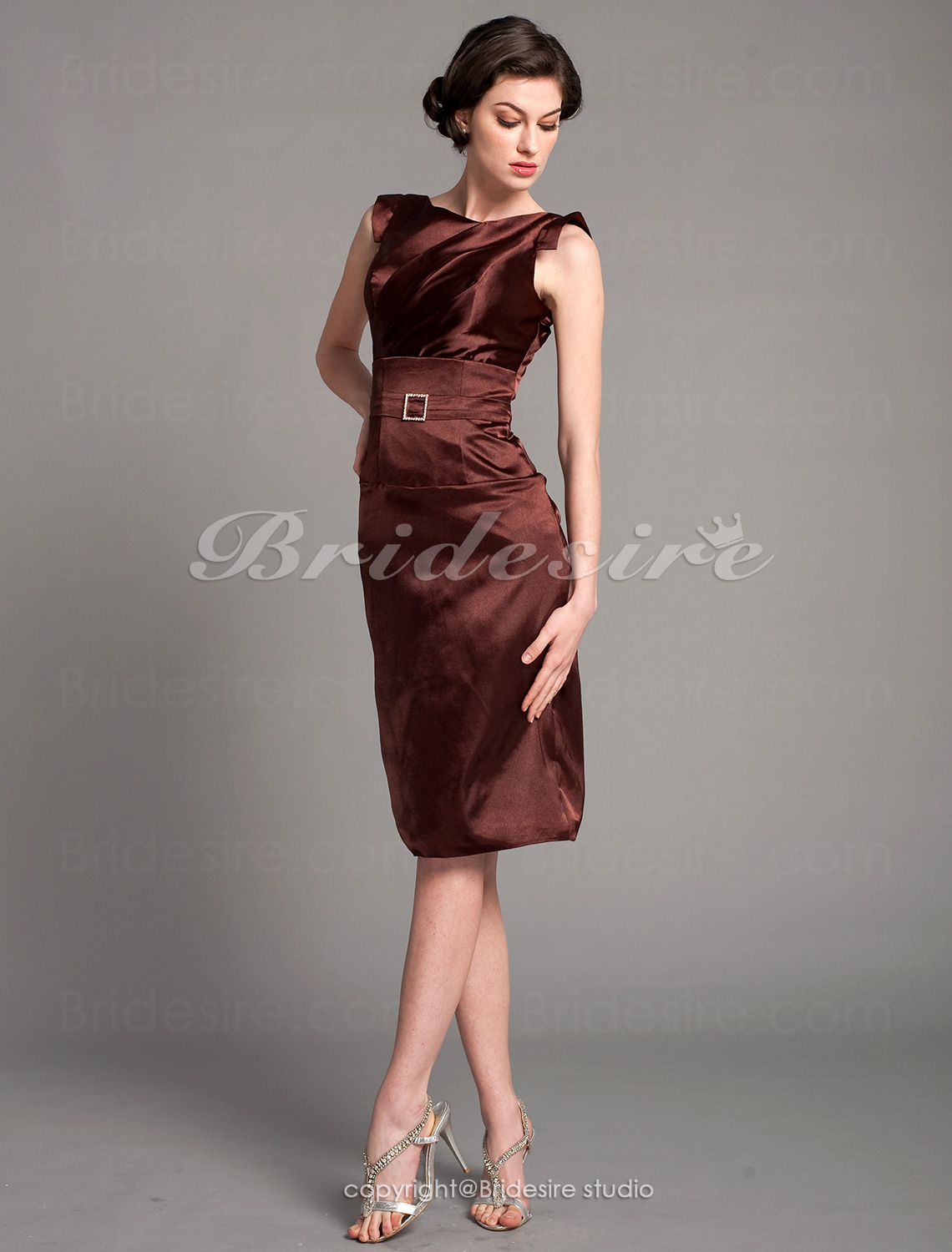 Sheath/ Column Stretch Satin Knee-length Cocktail Dress