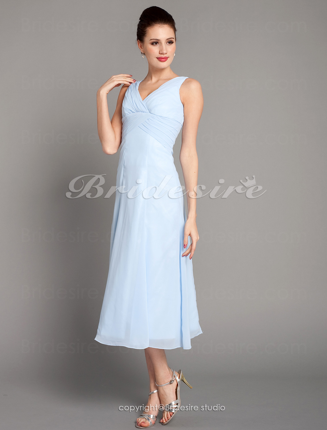 A-linje Knelengde Chiffon V-hals Bridesmaid/ Wedding Party Kjole With Criss-Cross Bodice